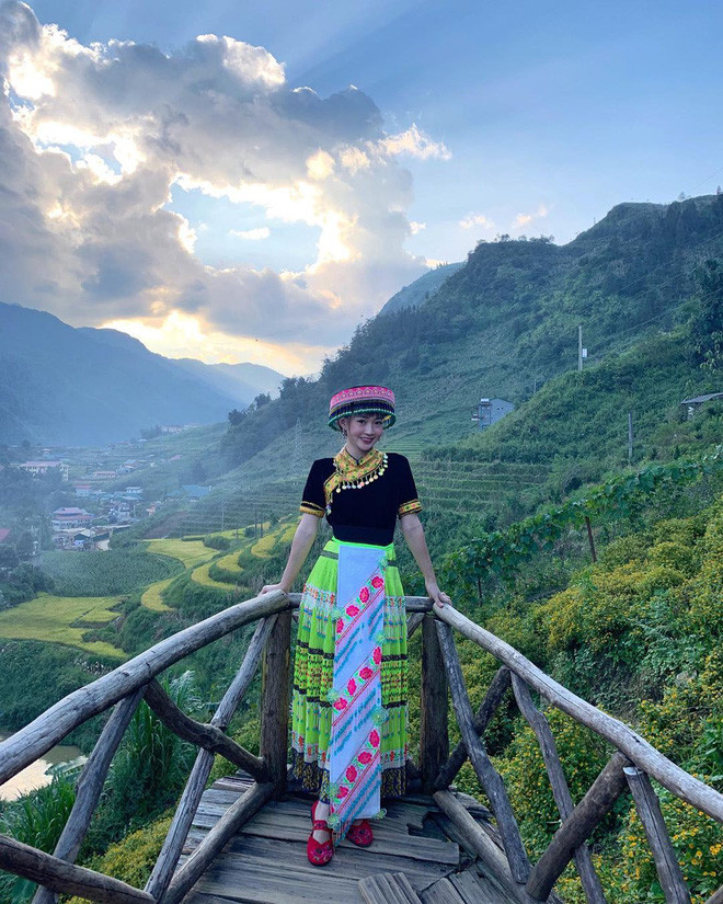 """""""Chân lý ngàn năm"""" khi du lịch nhất định phải đi cùng hội bạn chụp ảnh có tâm như Chi Pu - Quỳnh Anh Shyn - Sun HT"""