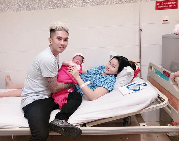 Khánh Đơn hạnh phúc khoe bà xã hot girl vừa sinh con đầu lòng nặng 3kg