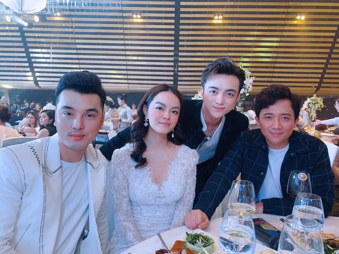 Phạm Quỳnh Anh và Khánh Thi gây tranh cãi khi diện váy nổi hơn cô dâu trong đám cưới con gái Minh Nhựa