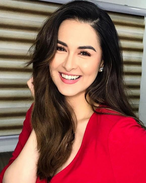 Chơi lớn cắt phăng mái tóc dài, Mỹ nhân đẹp nhất Philippines được khen trẻ như gái đôi mươi