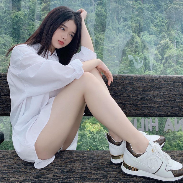 """Để ý mới thấy nhan sắc Linh Ka dạo này thăng hạng vèo vèo, 17 tuổi chưa """"lớn"""" xong mà đã đáng gờm như thế!"""