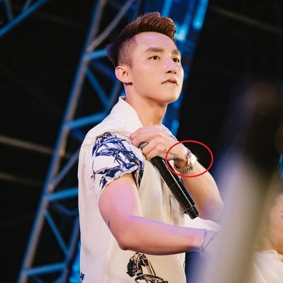 Bóc giá chiếc đồng hồ có giá trị khủng khiến Sơn Tùng M-TP ưu ái diện từ MV cho đến dự sự kiện