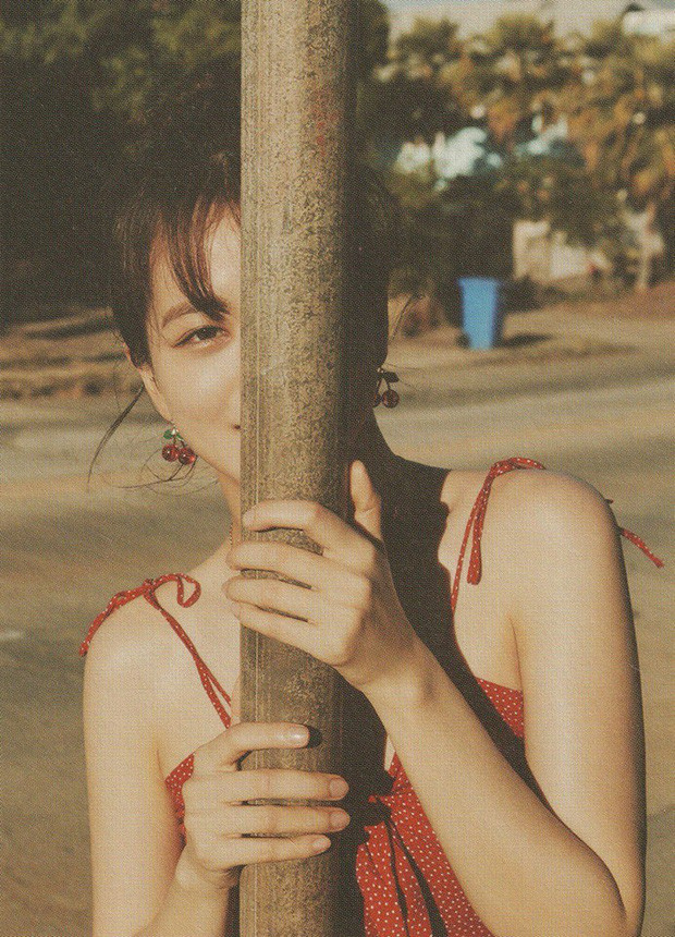 BLACKPINK khoe bộ ảnh mùa hè: Lisa và Jennie dịu dàng như tình đầu, Jisoo xinh đẹp ngất ngây