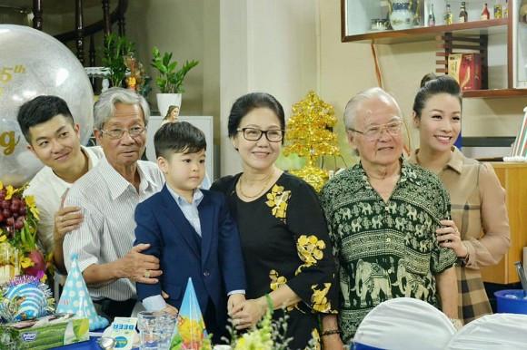 Nhật Kim Anh và chồng cũ cùng nhau tổ chức tiệc sinh nhật đón tuổi mới cho con trai