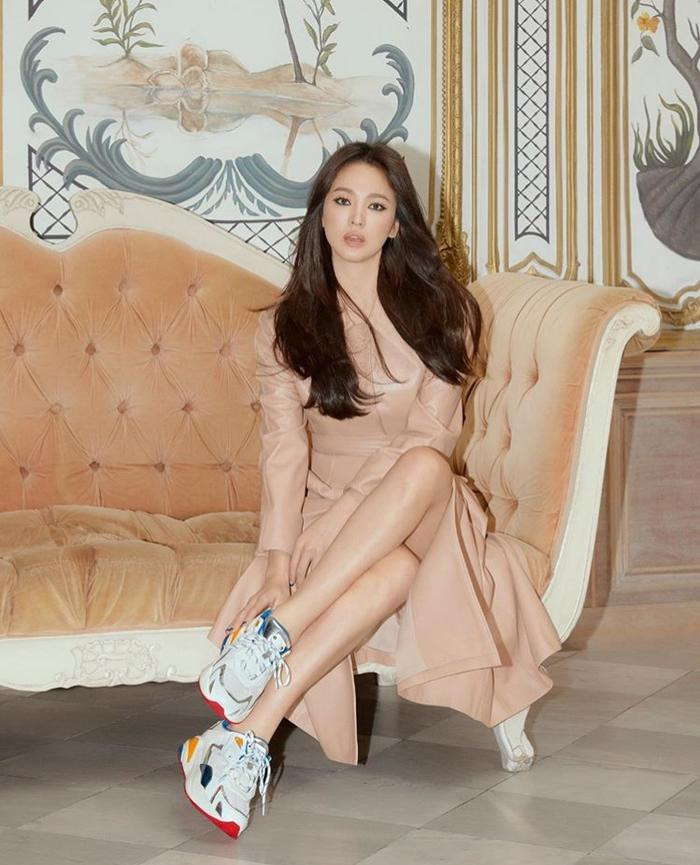 Song Hye Kyo khoe bộ ảnh quyến rũ trên Instagram sau 4 tháng im lặng vì vụ ly hôn