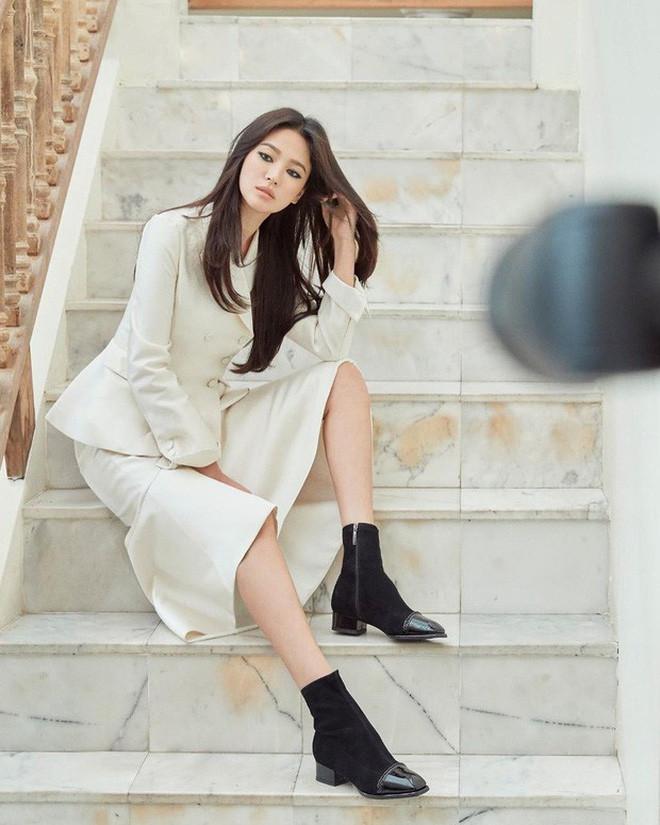 Cuối cùng Song Hye Kyo cũng xuất hiện tại Hàn Quốc sau 3 tháng ly hôn với Song Joong Ki