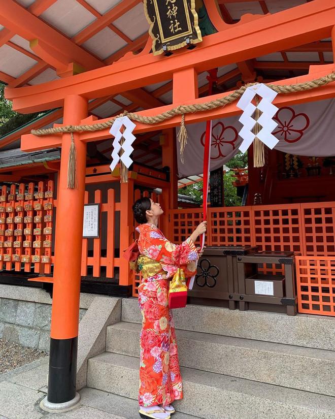 Chi Pu xinh ngất ngây trong bộ ảnh du lịch Nhật Bản nhưng bình luận cà khịa của Sun HT mới gây chú ý
