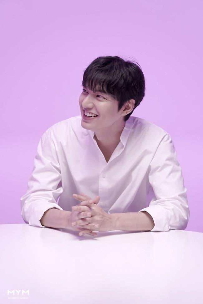 Chỉ diện sơ mi trắng đơn giản mà Lee Min Ho khiến CĐM mê mệt phải gọi là cực phẩm của cực phẩm