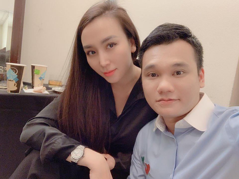 Khắc Việt hài hước than thở khi thấy hành động mặn nồng của Trấn Thành ngồi hàng giờ đợi Hari Won