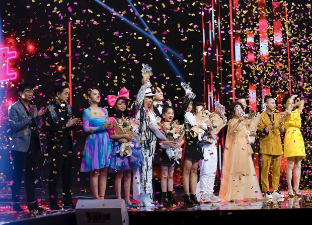 CĐM phẫn nộ khi Nguyên Khang công bố nhầm kết quả: Giọng hát Việt nhí mà cứ tưởng Miss Universe