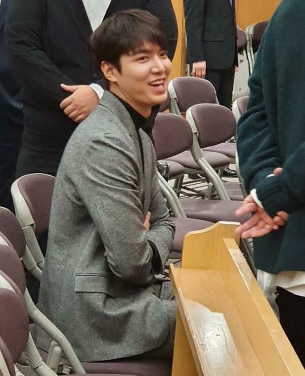 Dự đám cưới bạn thân Lee Min Ho lại chiếm hết spotlight vì đẹp trai bất chấp camera thường