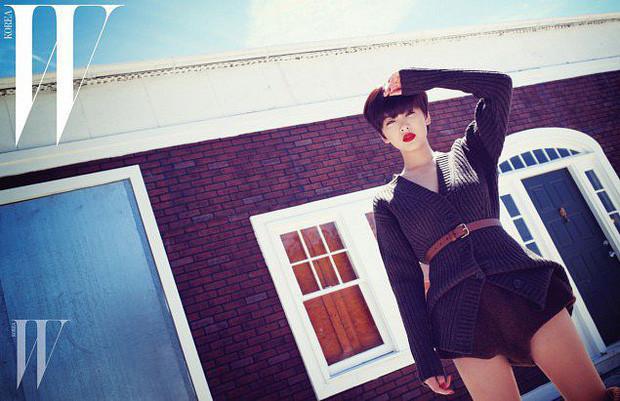 Song Hye Kyo lột xác với mái tóc tém ngắn cũn,  gương mặt trang điểm đậm hậu ly hôn