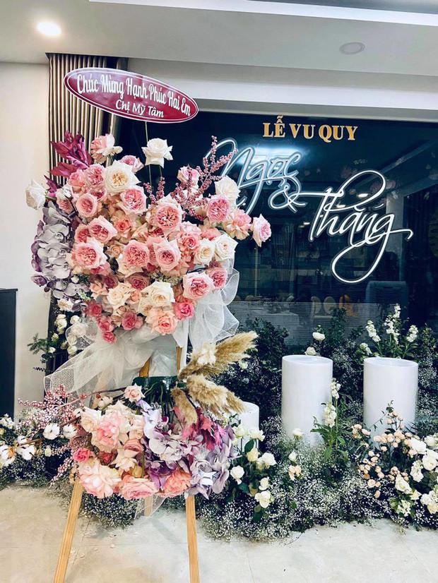 Mỹ Tâm âm thầm gửi hoa đến nhà Đông Nhi để chúc phúc cho fan cứng trong ngày trọng đại