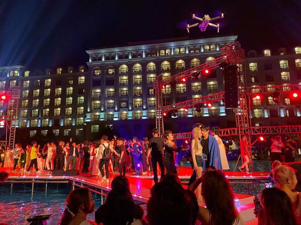 Hậu siêu đám cưới Đông Nhi – Ông Cao Thắng, dàn sao Việt đã rủ nhau ra hồ bơi resort… phơi đồ!