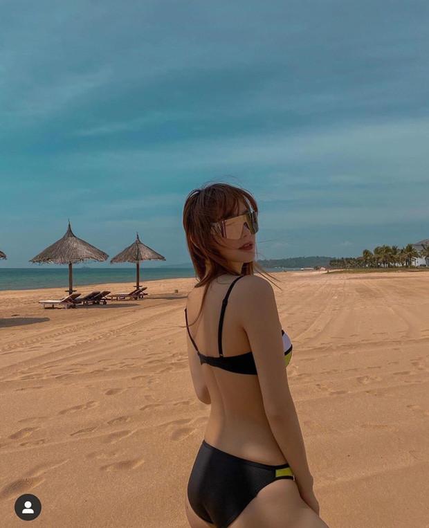 Hội chị em Minh Hằng - Khả Ngân tối quẩy tưng bừng, sáng vẫn kịp thả dáng bên bãi biển