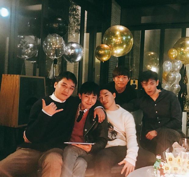 Khoảnh khắc BIGBANG đoàn tụ: Taeyang gặp lại bà xã Min Hyo Rin, được G-Dragon và T.O.P đưa đi cắt tóc