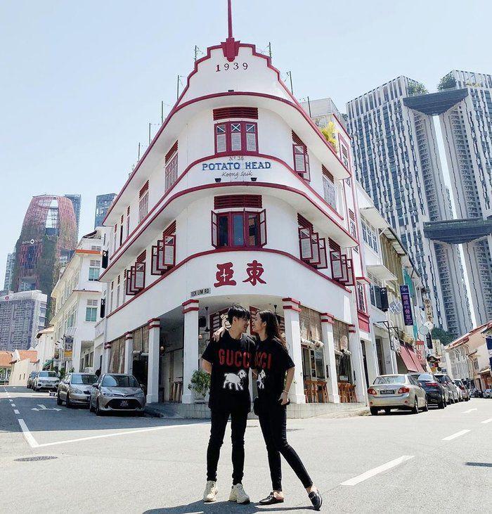 Vợ chồng Đông Nhi - Ông Cao Thắng chăm diện đồ đôi đi muôn nơi sau siêu đám cưới