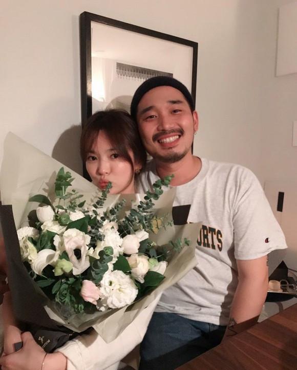 Song Hye Kyo mừng sinh nhật bên người đàn ông lạ mặt sau hậu ly hôn với Song Joong Ki