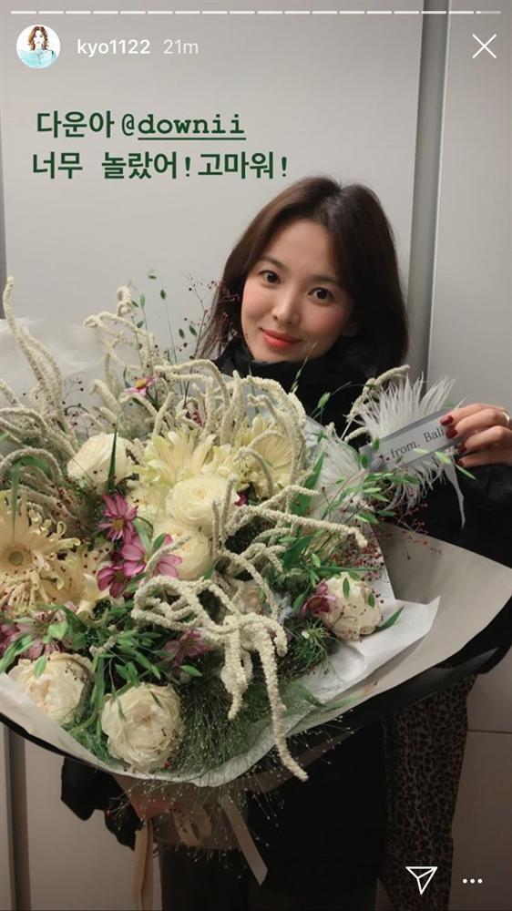 Không phải Song Jong Ki, đây chính là người đàn ông không bao giờ bỏ rơi Song Hye Kyo