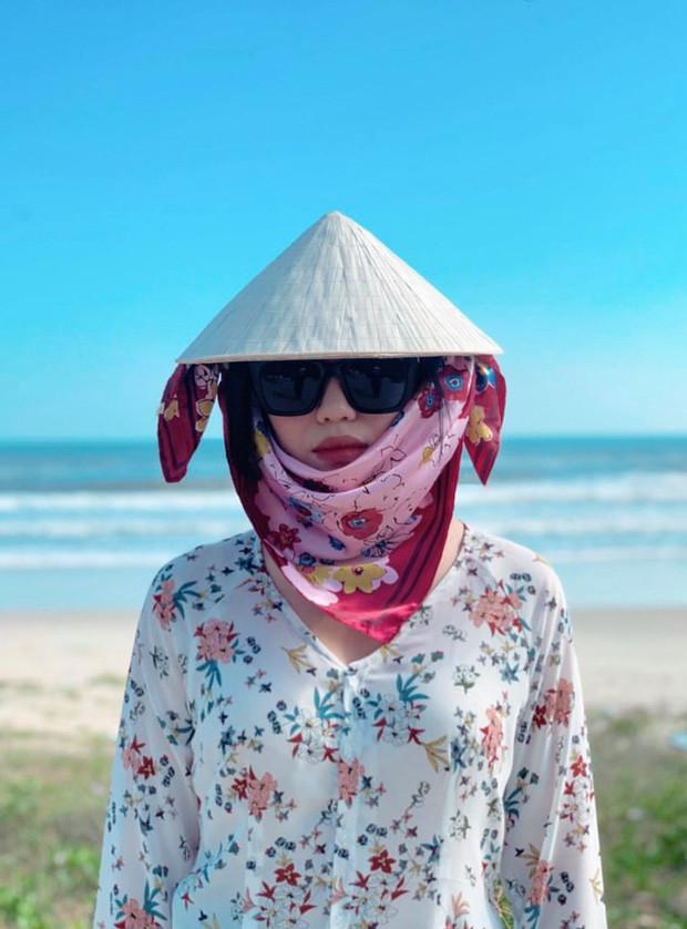 """Màn cosplay Quỳnh Trần JP của Diệu Nhi: """"Xin chào các bạn đến với kênh Nhi Trần Cherry và… cuộc sống tẻ nhạt ở Sài Gòn"""""""