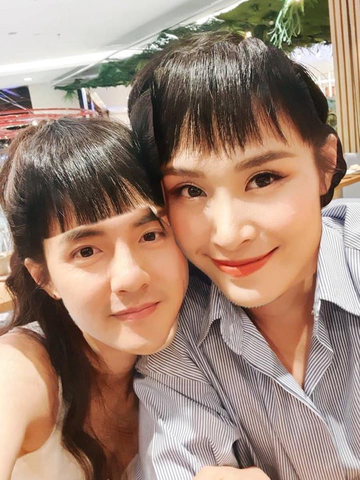 """Khi Đông Nhi nhờ """"thánh photoshop""""cái mái cho Ông Cao Thắng, kết quả nhận về loạt ảnh khó đỡ"""
