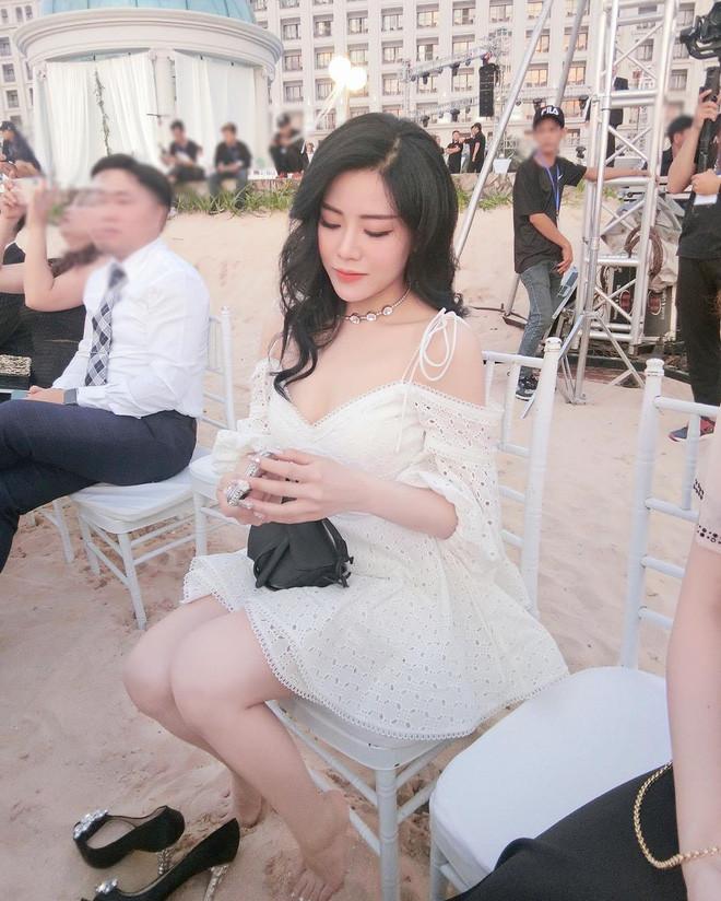Sau siêu đám cưới của anh trai, Ông Thoại Liên rất chăm up ảnh khoe nhan sắc xinh đẹp: Tiểu thư cũng muốn lên xe bông rồi?