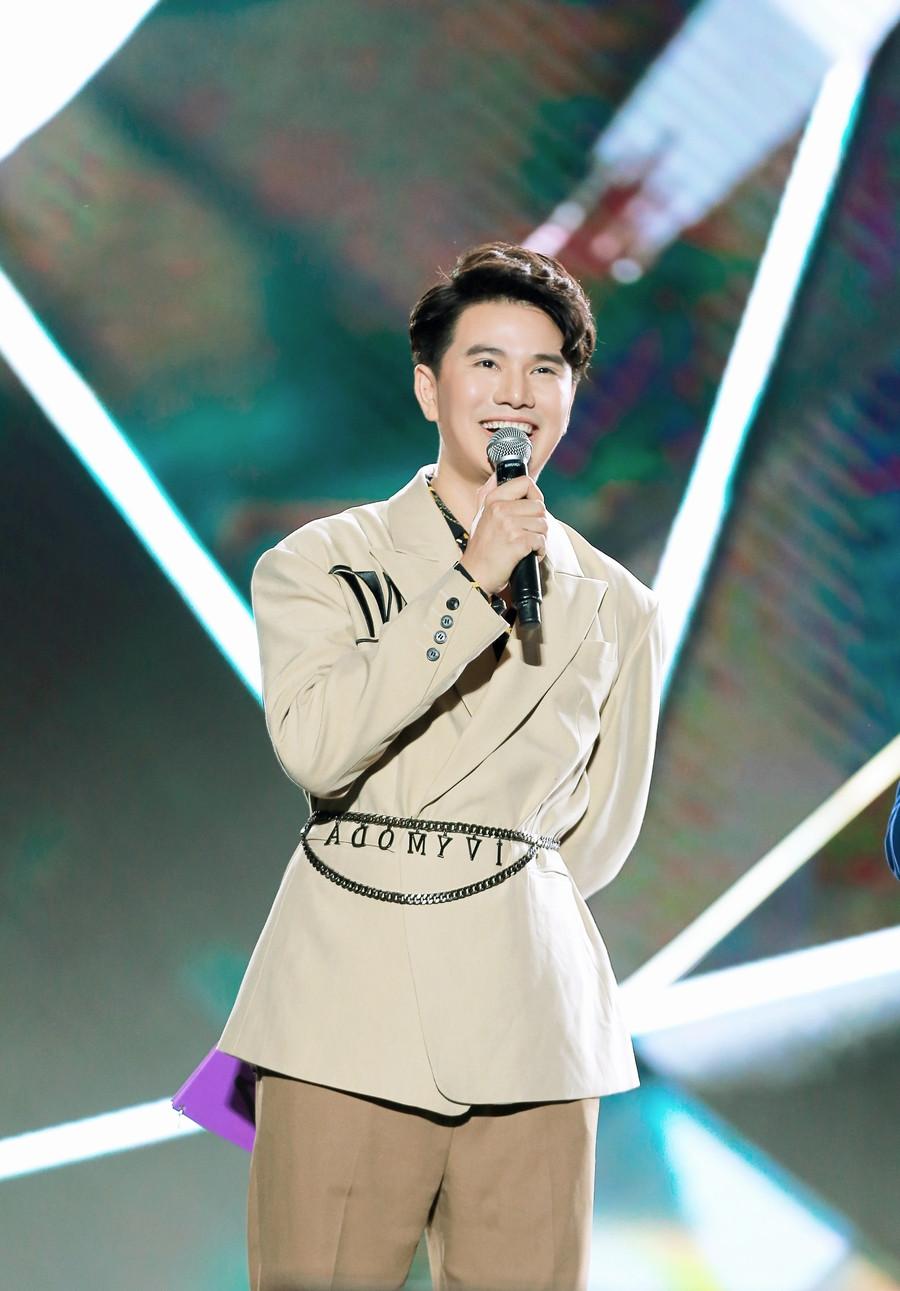 Vũ Mạnh Cường lên tiếng giải thích vì sao AAA 2019 không có phụ đề hay phiên dịch tiếng Việt