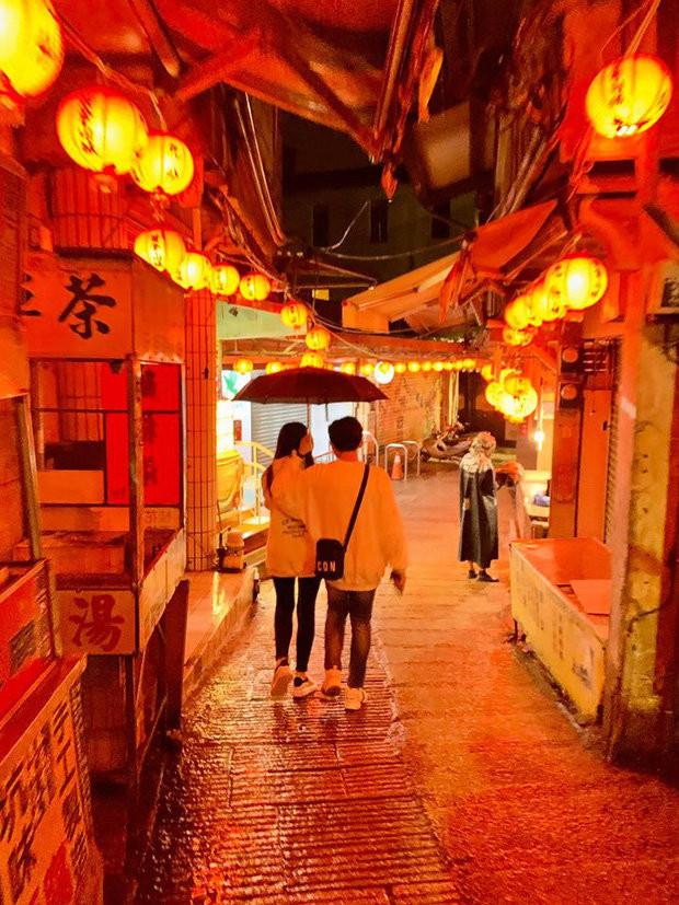 Sau Hàn Quốc, Trấn Thành - Hari Won khoe ảnh du lịch Đài Loan đầy ngọt ngào và lãng mạn như thuở mới yêu