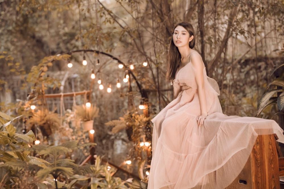Khổng Tú Quỳnh khoe nhan sắc xinh đẹp hết phần thiên hạ sau chia tay Ngô Kiến Huy