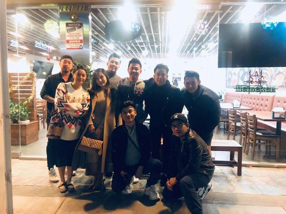 Phạm Quỳnh Anh hạnh phúc khi hội ngộ đàn em Hương Tràm trong chuyến lưu diễn tại Mỹ