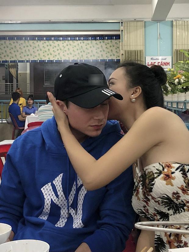 """Khoảnh khắc tình bể tình của MC Hoàng Oanh và chồng Tây khiến CĐM """"tan chảy"""" vì quá ngọt ngào"""