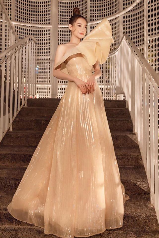Cùng mặc đầm công chúa, Nhã Phương - Ngọc Trinh thật biết cách làm thiên hạ say lòng