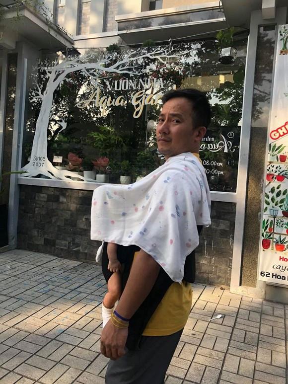 Vợ Đinh Tiến Đạt khoe ảnh cận mặt con trai khiến CĐM không khỏi xuýt xoa vì quá đáng yêu