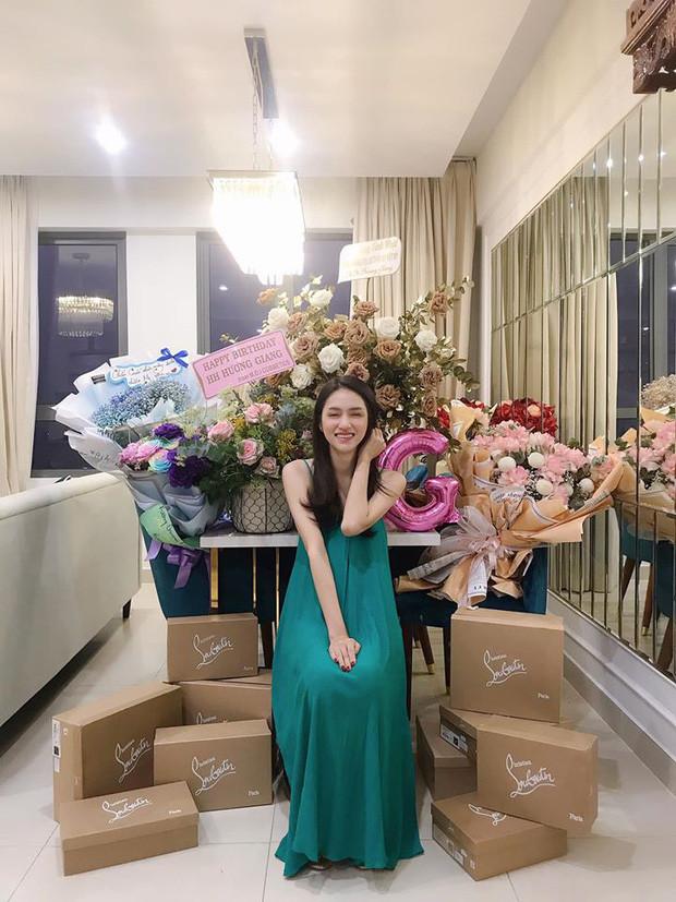 Hương Giang tổ chức tiệc sinh nhật cùng hội bạn thân Bích Phương, Tiên Cookie