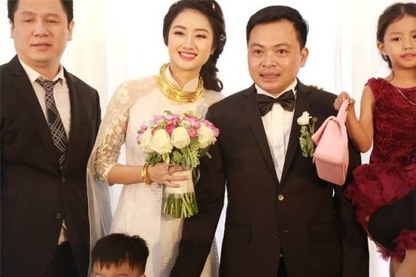 Lác mắt với mỹ nhân Việt trong ngày cưới: Đeo kiềng vàng khủng muốn trẹo cổ