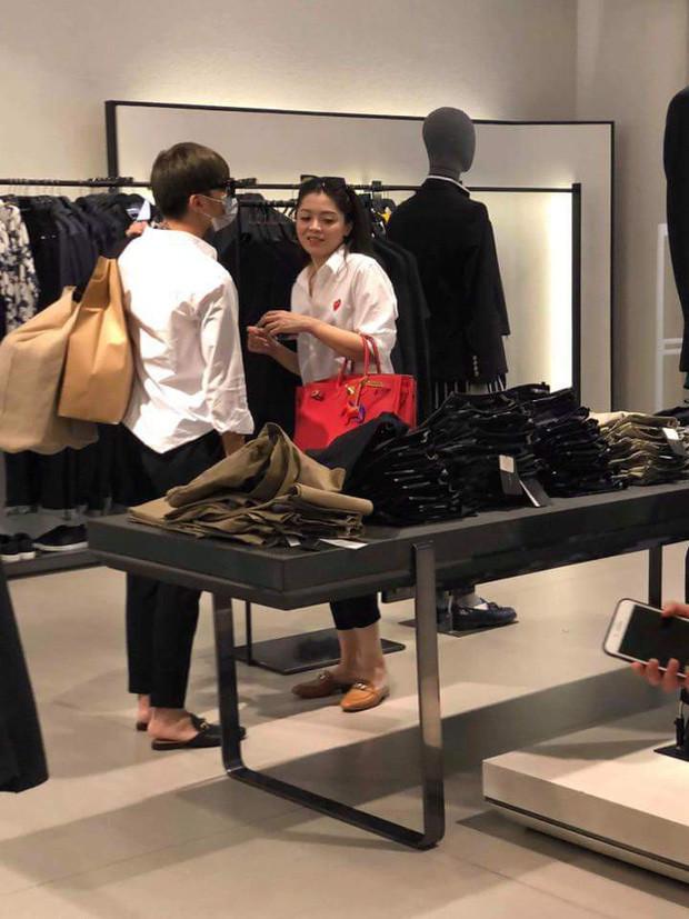 Soobin Hoàng Sơn và bạn gái lại vừa công khai xuất hiện thân mật: Câu trả lời cho nghi vấn chia tay suốt nửa năm qua?