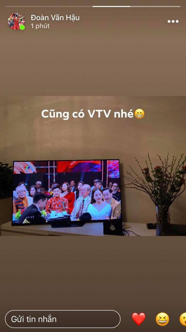 Đêm giao thừa ngọt ngào của hội tuyển thủ Việt Nam: Văn Hậu gọi video với bạn gái từ trời Âu, Văn Đức miệt mài gọi vợ dậy đón năm mới