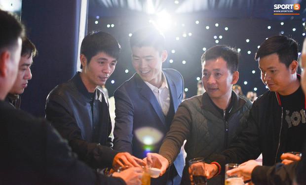 Dù bận rộn nhưng Xuân Trường vẫn không quên gửi lời chúc đáng yêu đến Duy Mạnh - Quỳnh Anh