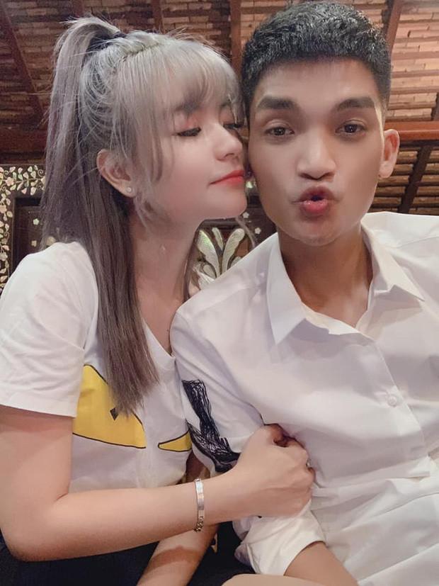 Hậu nhận hoa cưới của Duy Mạnh, Mạc Văn Khoa tổ chức sinh nhật ngọt ngào cho bạn gái