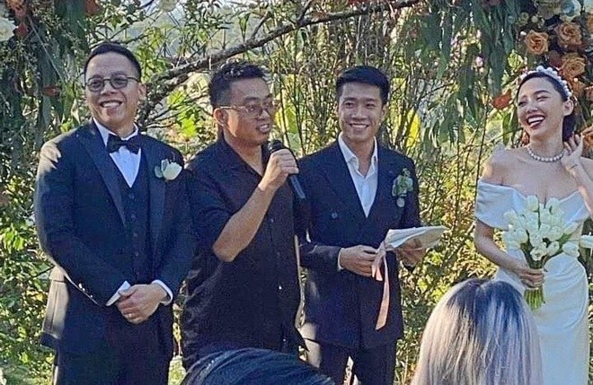 Rapper Binz chơi lớn đeo hàm răng đính kim cương gần 1 tỷ dự lễ cưới Tóc Tiên