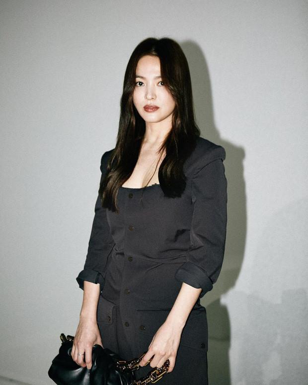 Song Hye Kyo sang chảnh ngút ngàn tại trời Tây, thần thái xuất sắc đến mức không thể rời mắt
