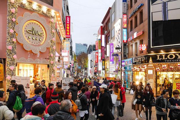 BB Trần cùng Hải Triều đi du lịch Hàn Quốc đúng lúc dịch virus Corona bùng phát khiến CĐM lo lắng