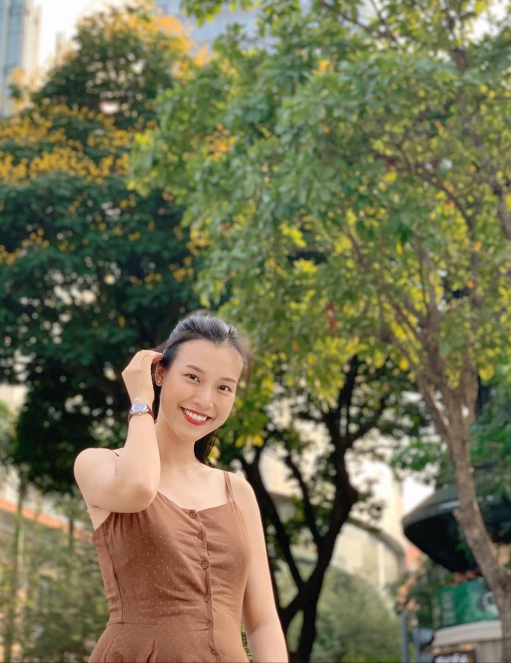 MC Hoàng Oanh lần đầu tiên khoe căn hộ xinh xắn với chồng Tây tại Singapore