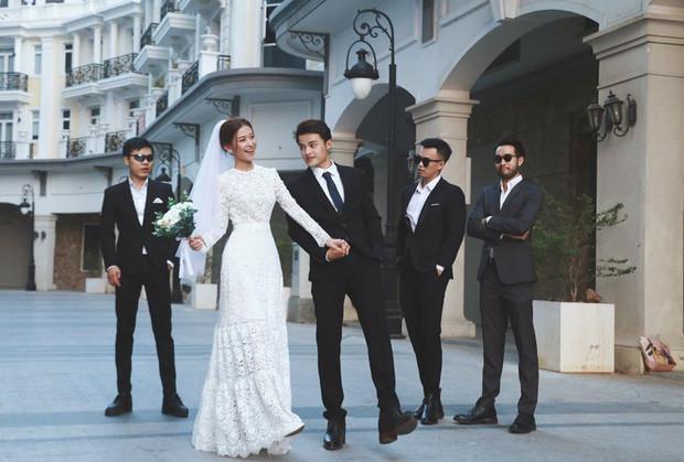 Ngắm trọn loạt ảnh cưới của cặp Người ấy là ai: Từ ướt át đến tái hiện lại khung cảnh nơi anh gặp em