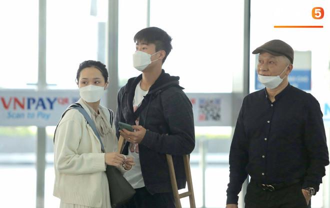 Quỳnh Anh tiết lộ: Nói đứt lưỡi Duy Mạnh vẫn không cho đi theo sang Singapore điều trị chấn thương