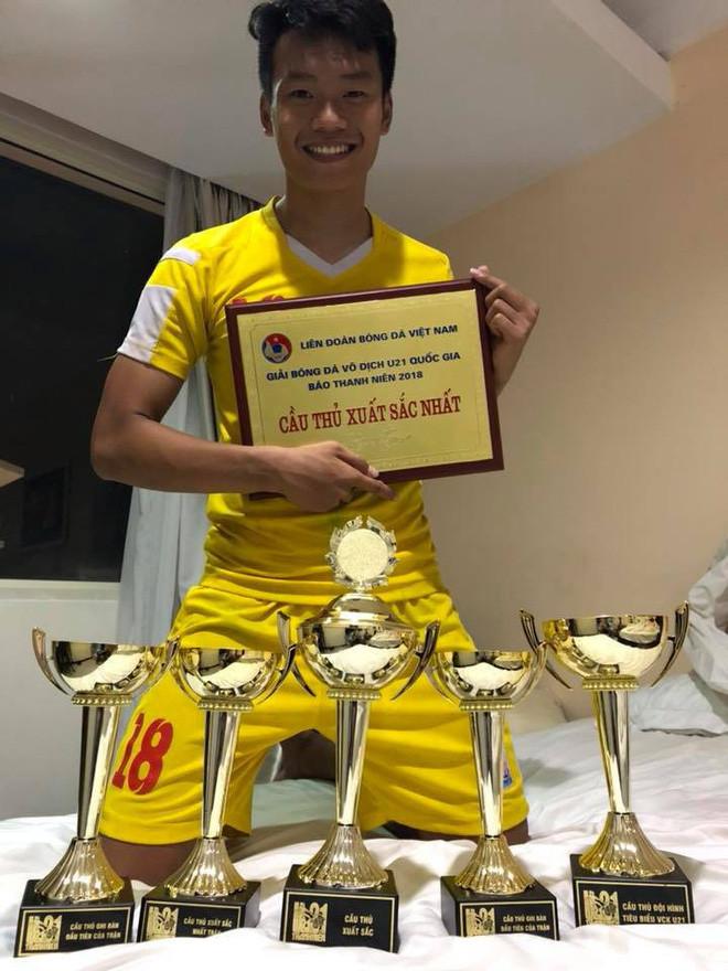 2 cầu thủ liên tiếp nâng tỉ số cho U23 Việt Nam: Cao hơn 1m8 và tất nhiên là... đẹp trai!