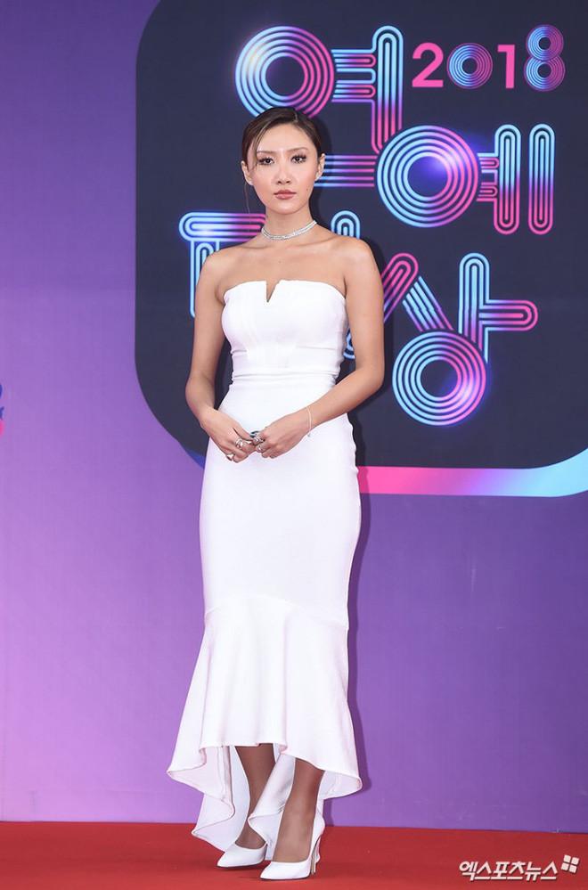 10 nữ idol Kpop sở hữu bờ vai cực phẩm: Bộ 3 nữ thần nhà YG, SM, JYP đối đầu, nhưng số 9 mới bất ngờ