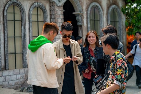 """""""Phù thủy phối khí"""" Masew hâm nóng Vpop bằng MV cực lạ ngay đúng ngày Cá tháng Tư"""
