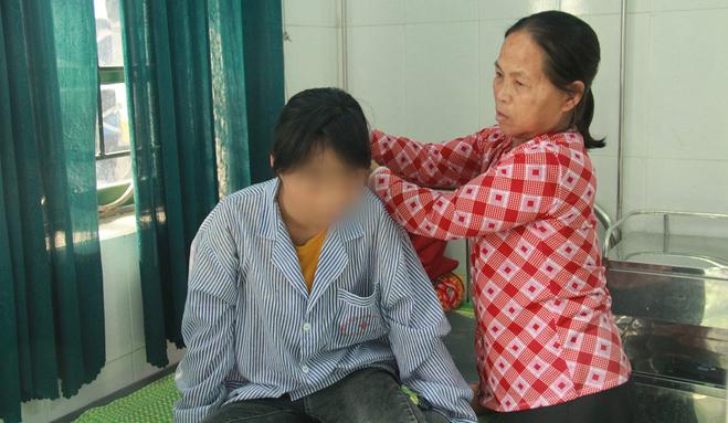 Sao Việt bức xúc lên tiếng phẫn nộ vụ nữ sinh bị lột đồ, đánh hội đồng tới mức nhập viện điều trị