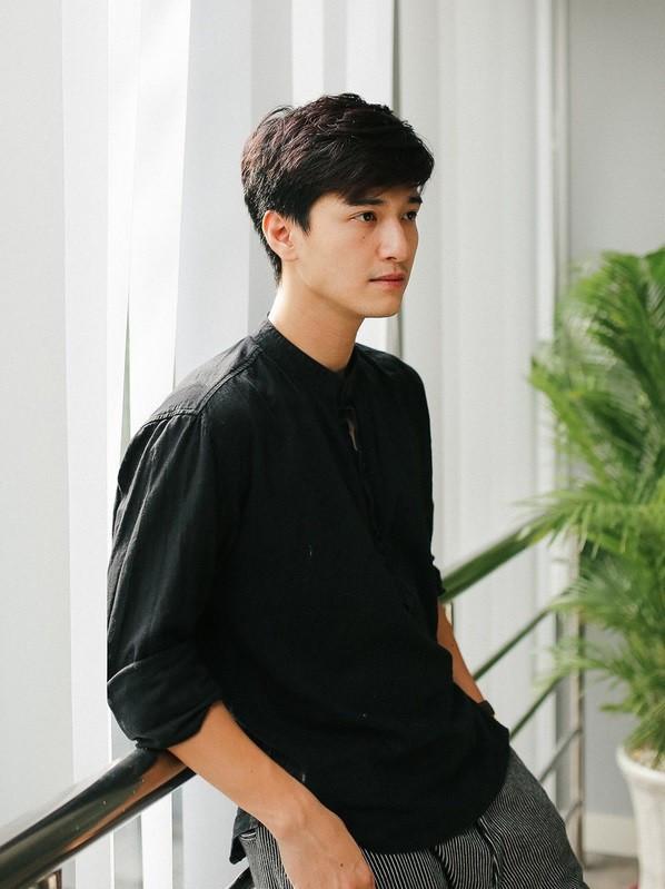 Vẫn chứng nào tật nấy: Huỳnh Anh tiếp tục bị nhà sản xuất cạch mặt vì đi trễ, thiếu chuyên nghiệp
